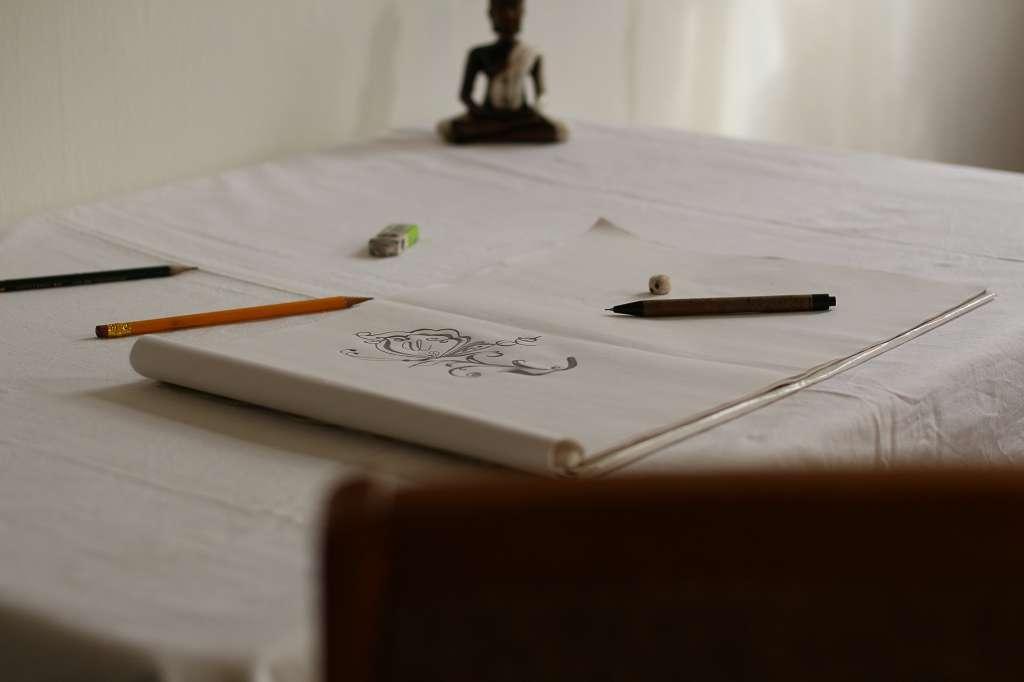 Skizze auf einen weißen Blatt Pappier.